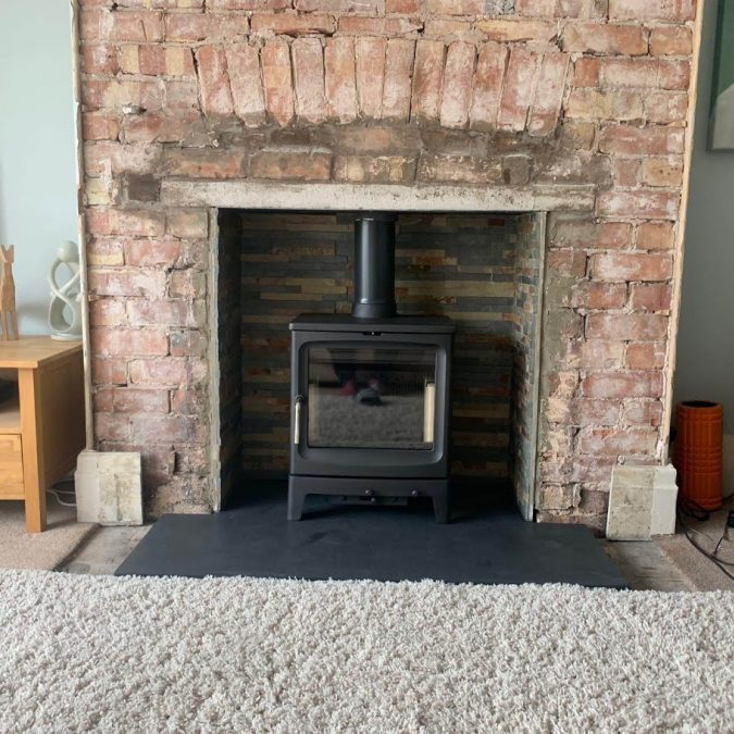 Brick living room fireplace with a T-shaped made-to-measure slate hearth